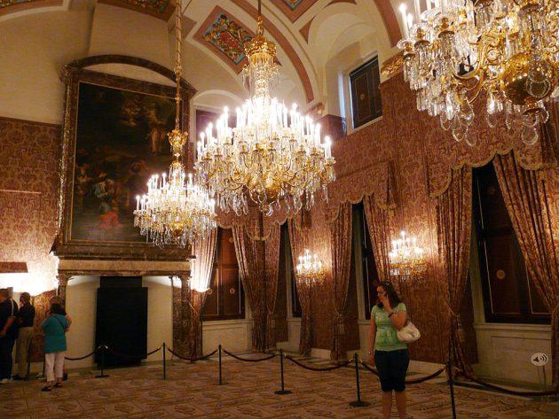 Королевский дворец Амстердам
