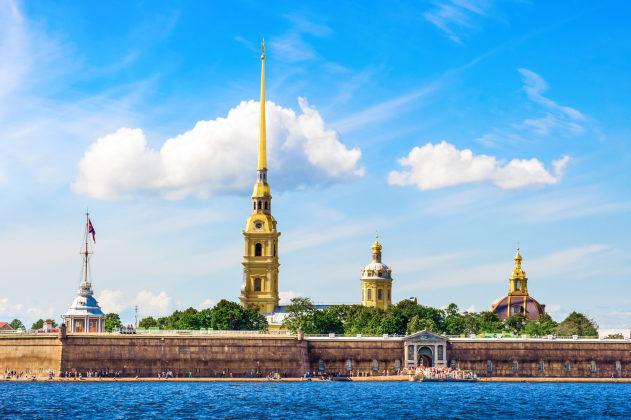 Необычный отдых в Санкт-Петербурге – аренда катера или яхты