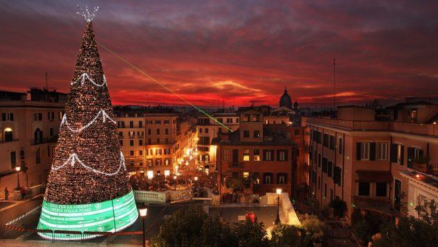 Новогодняя ёлка на площади Рима