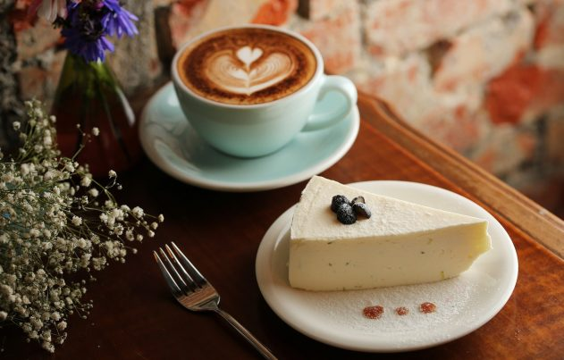 kofe-chashka-desert-tvorozhnyy