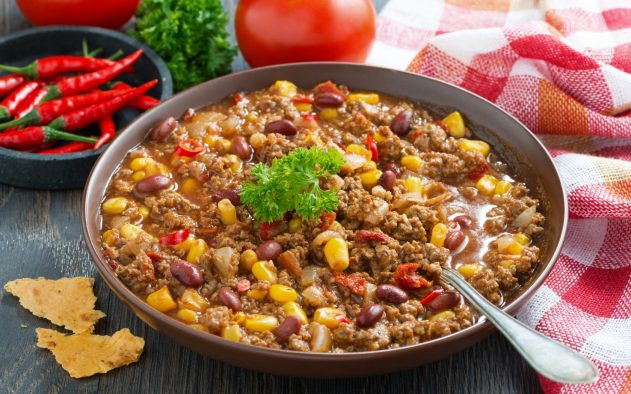 Тушеное блюдо из белой фасоли и мяса — по Грузински